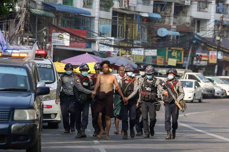 En pleine détresse sanitaire, la Birmanie marque l'anniversaire des six mois du coup d'État