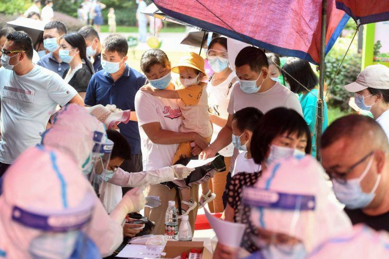 La moitié des Européens complètement vaccinés, le Covid de retour à Wuhan