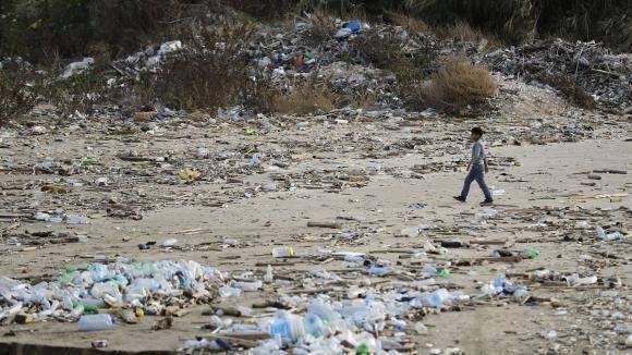 Collecte de déchets interrompue à Tyr, les ordures s'amoncellent