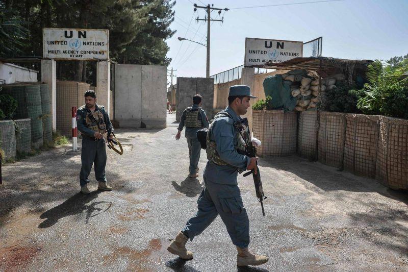 Combats urbains dans une ville du sud et près de Hérat, dans l'ouest