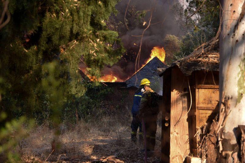 Incendie dans le Péloponnèse : une dizaine de maisons brûlées, cinq blessés