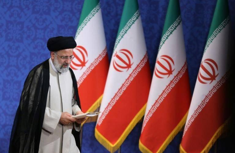 L'ultraconservateur Ebrahim Raïssi intronisé président