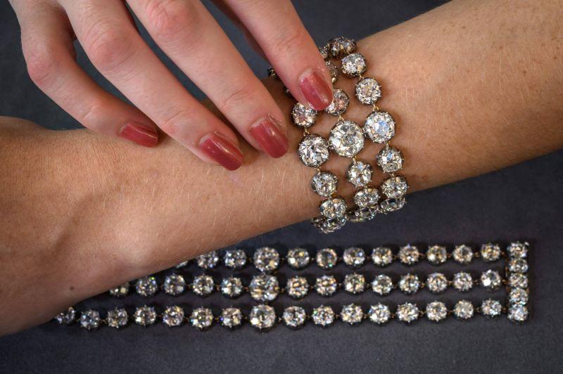 Deux bracelets de Marie-Antoinette aux enchères à Genève