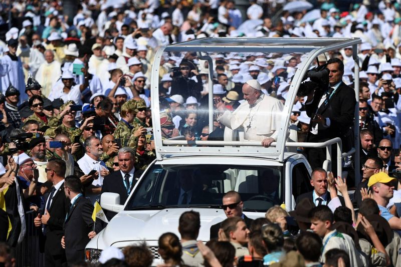 Dans la Hongrie d'Orban, le pape prône «l'ouverture» aux autres