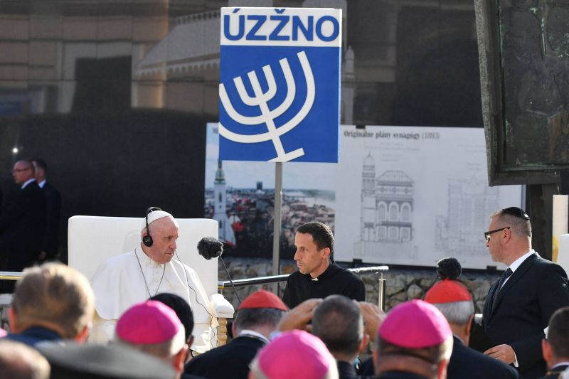 Depuis Bratislava, le pape appelle à une «fraternité» dépassant les frontières
