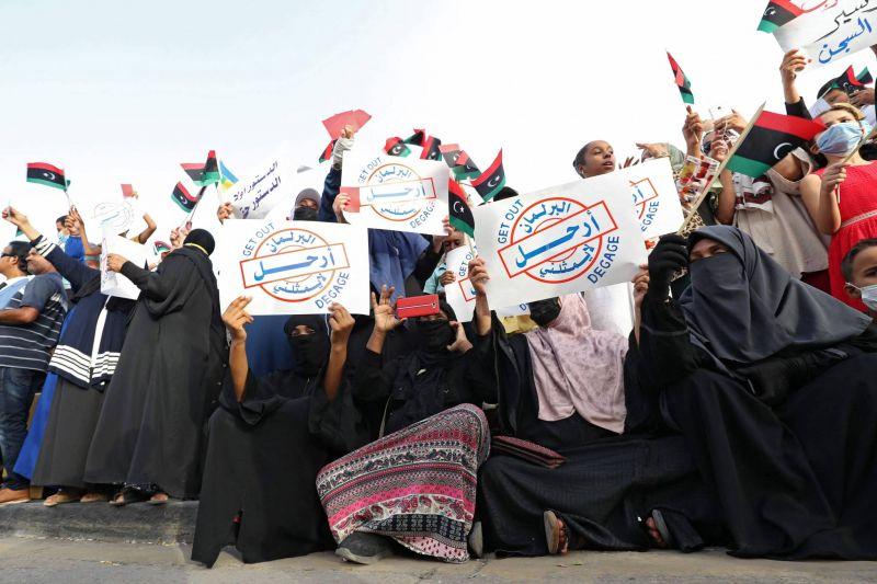 Des milliers de personnes manifestent en soutien au gouvernement