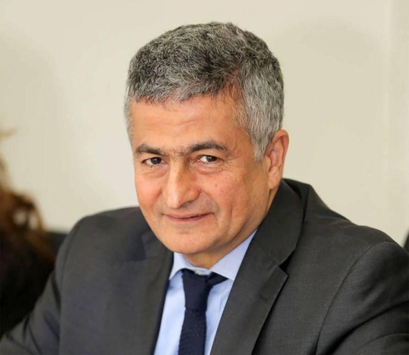 Le ministre des Finances signe le nouveau contrat avec Alvarez & Marsal