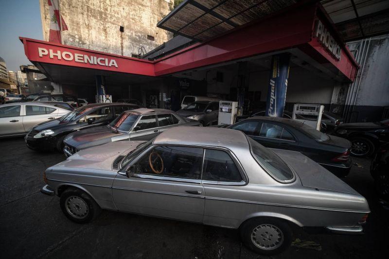 Entre angoisse et débrouille, les Libanais face à la fin annoncée des subventions sur l'essence