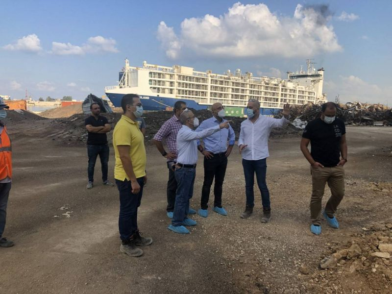 Nasser Yassine inspecte les silos du port