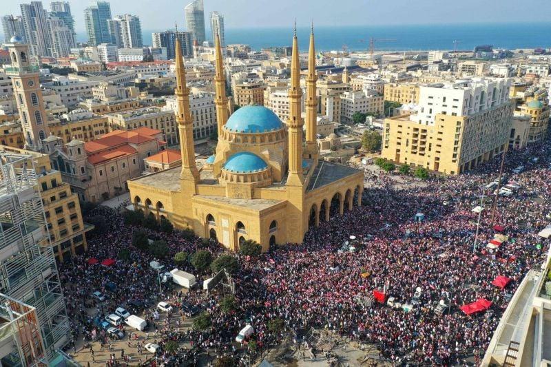 Il n'y a pas un seul Liban, il y en a deux contradictoires: le noir et le blanc, l'huile et l'eau, le citoyen et le politicien
