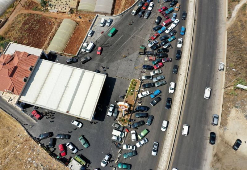 Le prix de l'essence augmente de 38%, certaines stations-service rouvrent
