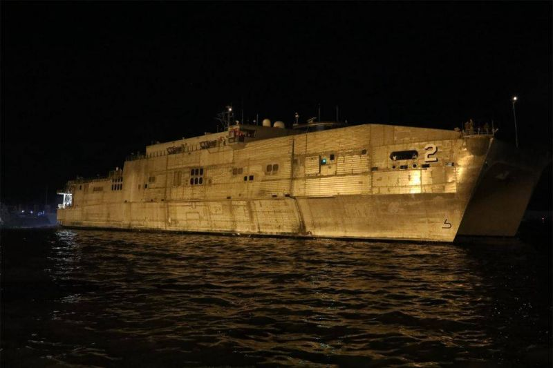 Un navire militaire américain ancré à Beyrouth, preuve du