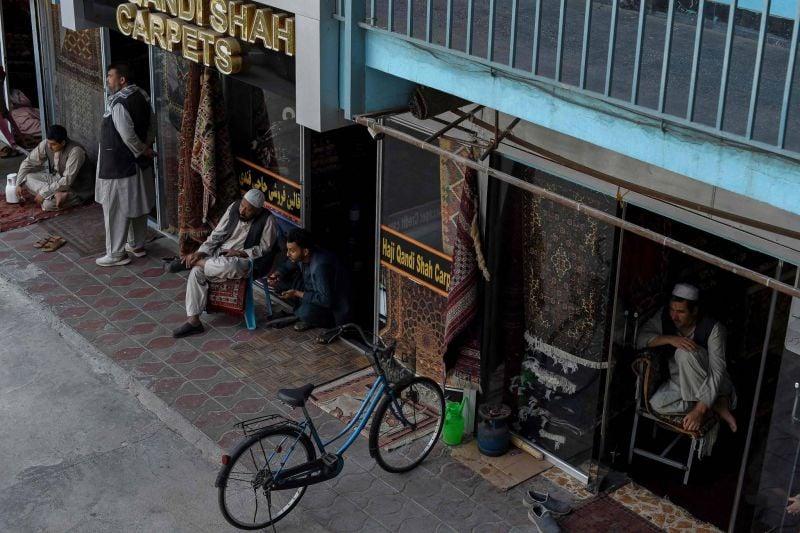 À Kaboul, antiquaires et marchands de tapis n'ont plus de clients