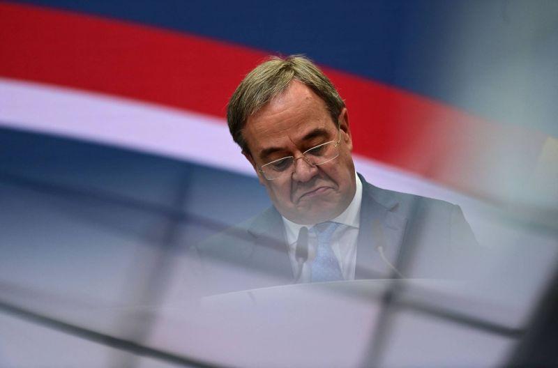 L'étau se resserre autour du chef de la CDU, lâché par ses alliés bavarois