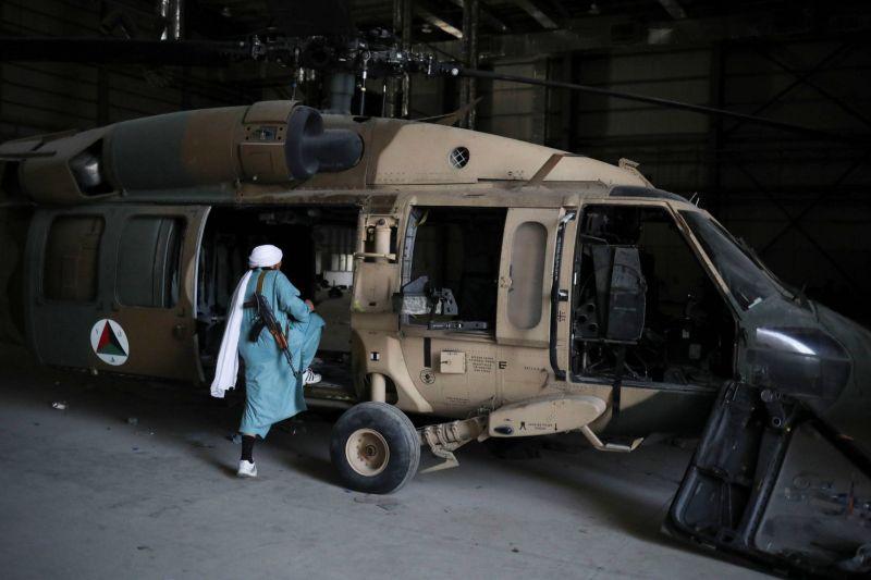 Les talibans exhortent les compagnies aériennes à reprendre leurs vols
