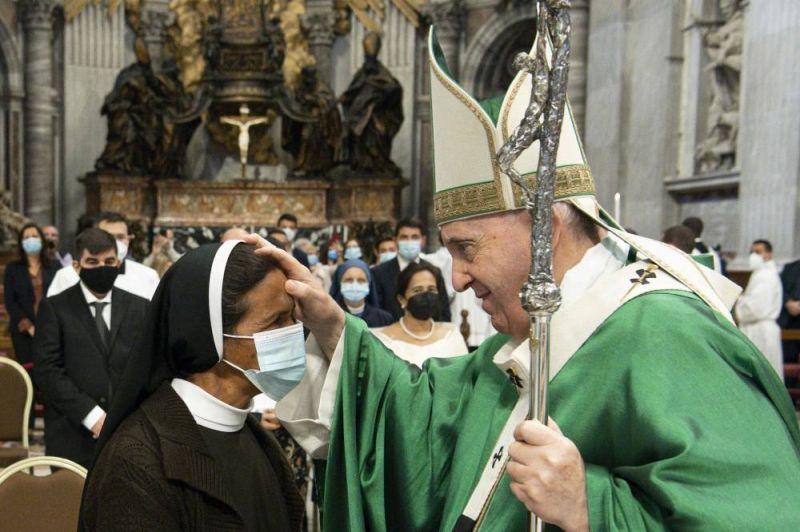 Le pape reçoit une religieuse colombienne enlevée en 2017 au Mali et libérée samedi